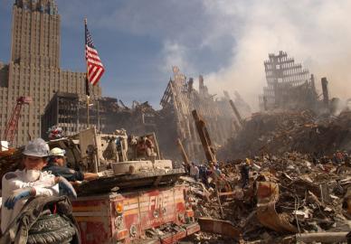 Bergungs- und Aufräumarbeiten am Ground Zero, zwei Tage nach dem Anschlag.