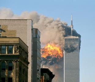 Flug 175 der United Airlines trifft auf den Südturm des WTC