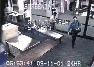 Bilder der Überwachungskamera am Flughafen von Portland, Oregon/USA