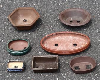 Auswahl verschiedenr Bonsai-Schalen