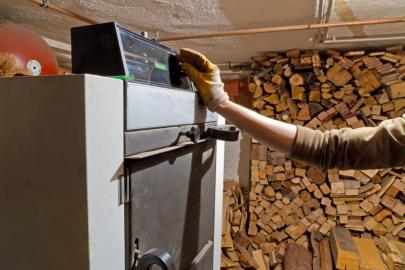 Bedieung einer Holzheizung
