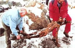 Bergung der mumifizierten Leiche am Hauslabjoch