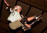 Beim Snakeboarding erfolgt die Bewegung durch Verlagerung des Körpergewichts.