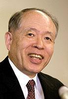 Der Japaner Ryoji Noyori wird für seine Arbeit im Bereich Chemie geehrt.
