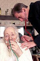 Vor allem Senioren sind durch Grippeviren stark gefährdet.