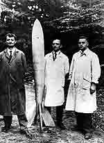 Oberth mit seiner Rakete, Foto aus dem Jahr 1931