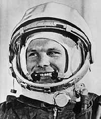 """Yuri Gagarin in einer Szene aus dem Dokumentarfilm """"Erste Reise zu den Sternen"""""""