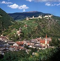 Schlösser und Burgen beherrschen das Landschaftsbild Südtirols.