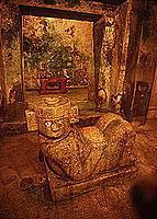Im Innern der Pyramide (© 2000, Photos To Go).jpeg