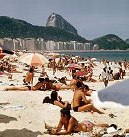 """Wem es an der Copacabana zu voll ist, sollte sich an die einsame """"Praia do Meio"""" begeben."""