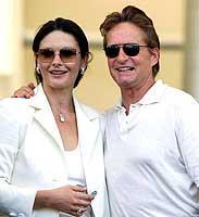 Stolzer Inselbesitzer: der US-Schauspieler Michael Douglas mit Gattin Catherine Zeta-Jones