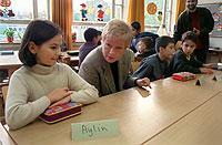 Die Bildungsministerin Nordrhein-Westfalens, Gabriele Behler (SPD), zu Besuch in einer Schule