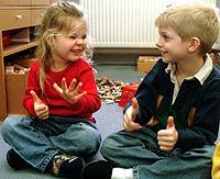 Vorgaben und Erwartungen der Gesellschaft prägen bereits im Kindesalter unseren Sprachstil.