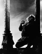 """Filmszene aus """"Der Glöckner von Notre Dame"""" von 1939 mit dem britischen Schauspieler Charles Laughton"""