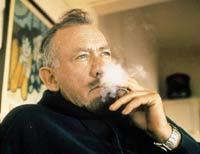 John Steinbeck (1902-1968) in seinem Haus in Sag Harbor.