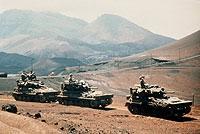 Britische Panzer während des Falkland-Krieges auf der Insel Ascension