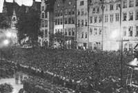 Massenkundgebung der NSDAP am Langen Markt in Danzig