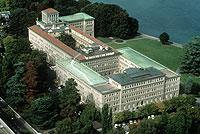 Internationale Verbraucherorganisationen setzen sich in diesem Jahr für eine Teilnahme an den Beratungen der Welthandelsorganisation (Foto: WTO-Gebäude in Genf) ein.