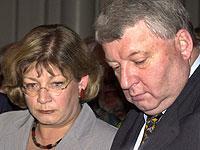 Der BSE-Skandal brachte sie in Bedrängnis: Bundesgesundheitsministerin Andrea Fischer (li.) und Bundeslandwirtschaftsminister Karl-Heinz Funke mussten 2001 zurücktreten.