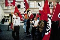 Neonazis bei einer Demonstration.