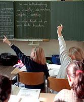 Die KMK strebt die Gleichwertigkeit des Bildungsniveaus in allen deutschen Bundesländern an.