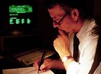 Arbeiten bis tief in die Nacht: Arbeitssüchtige ruinieren ihre Gesundheit und haben einen überproportional hohen Krankenstand.