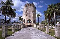 Wiege der Revolution: Mausoleum des kubanischen Nationalhelden José Martí (1953-1895) in Santiago