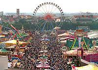 Deutschlands bekanntestes und größtes Volksfest findet jeden Spätsommer in München statt: das besonders bei Touristen beliebte Oktoberfest.