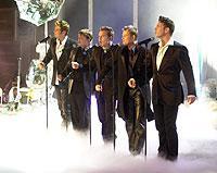 """Schöne Anzüge, einstudierte Choreographie und nettes Aussehen: Boygroups wie """"Westlife"""" legen keinen Wert auf Inhalte und Messages."""