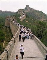 Touristen auf der chinesischen Mauer bei Badaling