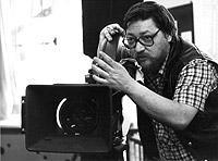 Der Regisseur, Schauspieler und Filmproduzent Rainer Werner Fassbinder bei Dreharbeiten