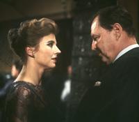 """Szene aus dem Film """"Die Ehe der Maria Braun"""" (1979) mit Hanna Schygulla und Ivan Desny."""