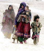 Tausende Menschen flüchteten in den vergangenen Jahren vor den Taliban aus Afghanistan in die Nachbarländer Pakistan und Iran.