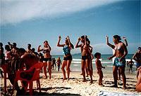 Heiß: Samba-Lektionen am Strand. (© Olga Voinovitch).jpeg