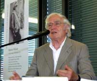 «Ich kann den Hass, der mir derzeit entgegenschlägt, absolut nicht nachvollziehen», sagte Walser bei der Entgegennahme des alemannischen Literaturpreises 2002 am 2.6.2002