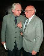 """Martin Walser und Marcel Reich-Ranicki am 17.4.1996 während des Literaturforums der jüdischen Gemeinde in Frankfurt. Walser stellte seinen jüngsten Roman """"Finks Krieg"""" vor."""