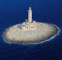 Ein Traum in weiß und blau: Leuchtturm auf der kroatischen Insel Porer (© www.a