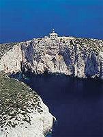 Dramatisch gelegen: Leuchtturm auf der kroatischen Adriainsel Susac (© www.adria