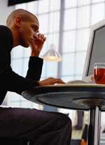 Beim Flirt übers Internet wird der Partner oft idealisiert.