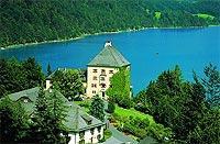 Idyllisch gelegen: Schloss Fuschl (© www.schlossfuschl.at).jpeg