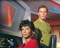 © Paramount. Mehr als nur Kollegen – Captain Kirk und Lt. Uhura..jpeg