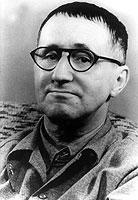 Der Dramatiker Bertolt Brecht sah zwischen Theater und Boxveranstaltung gewisse Parallelen.