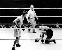 WM-Rückkampf zwischen Schwergewichts-Weltmeister Gene Tunney (l.) und dem Titelträger des Vorjahres, Jack Dempsey, 1927 in Chicago