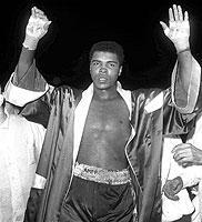 """Seine Voraussage """"Ich bin super, in der fünften fällt Cooper"""" – den k.o. in der fünften Runde löste Cassius Clay am 18.11.1963 im Kampf gegen Henry Cooper ein."""