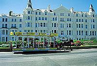 Schön langsam und gemütlich: Horse Tram in der Hauptstadt Douglas  (© Isle of Ma