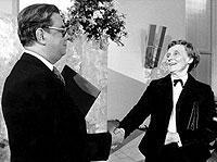 Rolf Keller, damaliger Vorsteher des Börsenvereins des Deutschen Buchhandels, überreichte 1978 der schwedischen Kinderbuchautorin Astrid Lindgren den Friedenspreis.