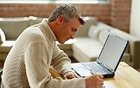 Studieren und weiterbilden in den eigenen vier Wänden - der heimische PC bietet den Zugriff auf Vorlesungen und Schulungen.