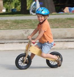 Kinderlaufrad ohne Pedalen