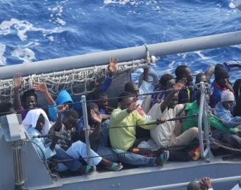 Flüchtlinge an Bord eines Schiffes der US Navy