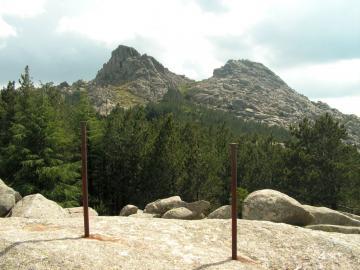 Gebirgsmassiv Monte Limbara mit Doppelgipfel Punta Balistreri und Punta sa Berritta